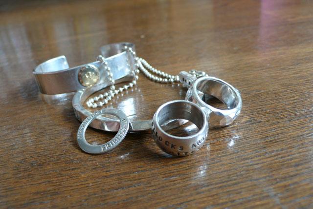 http://stillbyhand.jp/blog/webphoto/silver.jpg